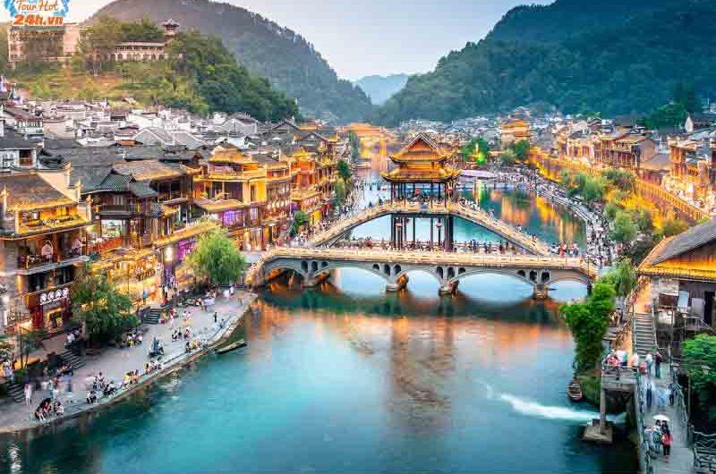 cầu Hồng Kiều Phượng Hoàng cổ trấn