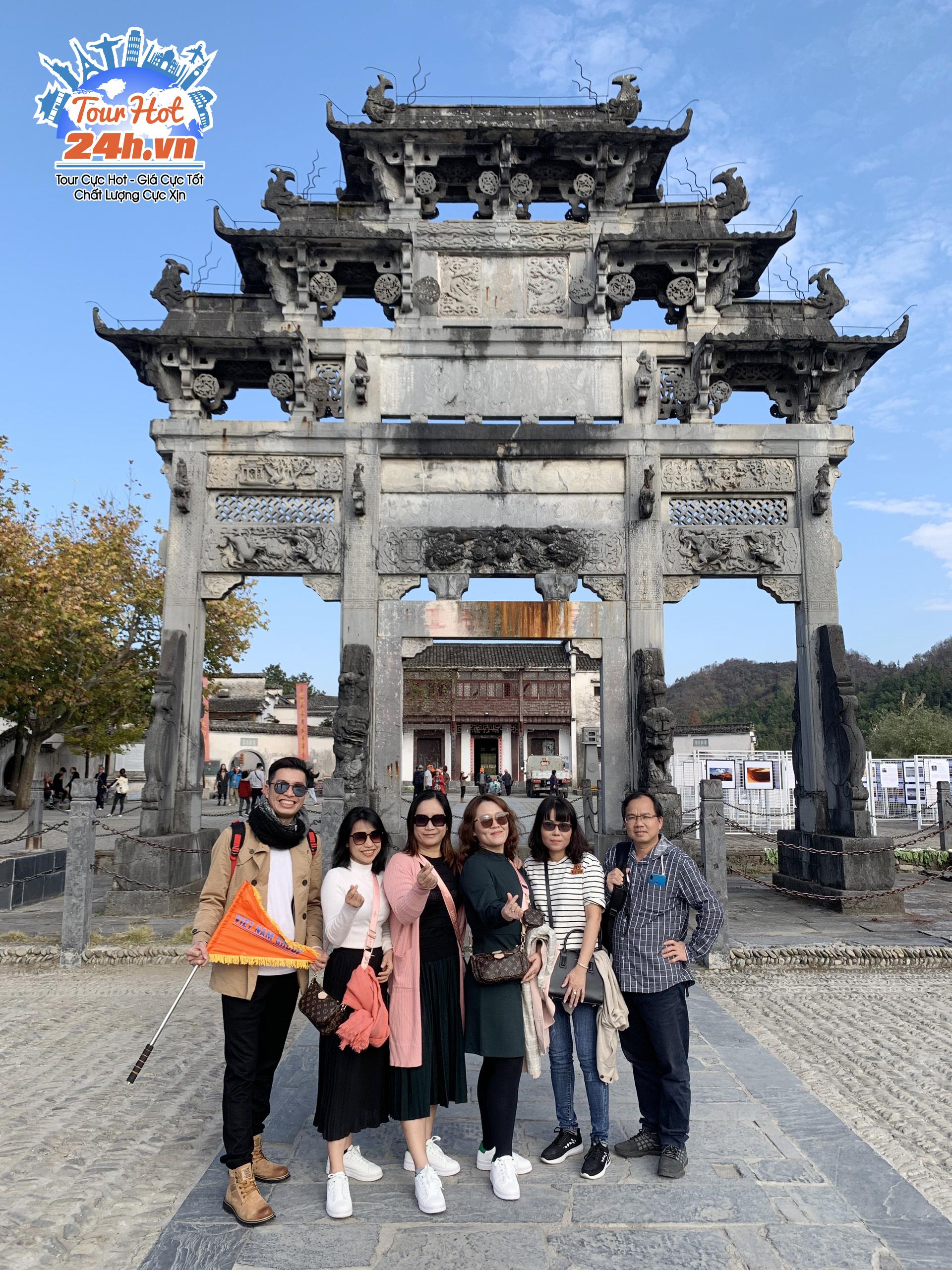 Khách hàng tour du lịch Hoàng Sơn tứ tuyệt