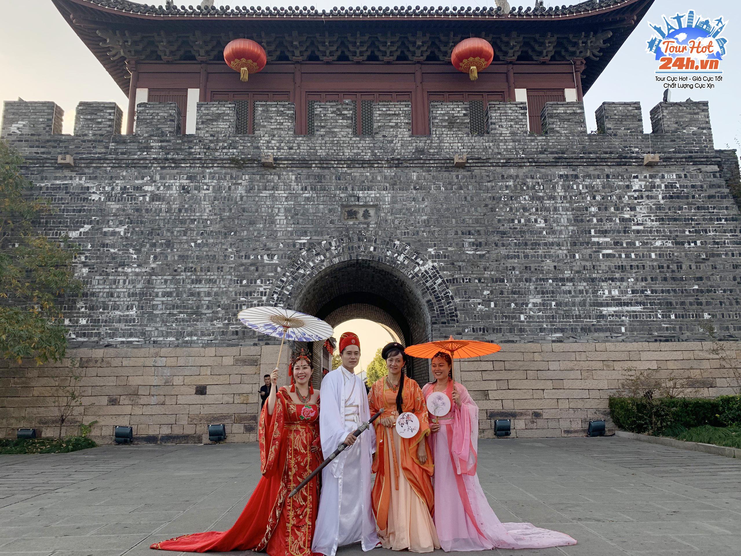 Khách hàng tour Hoàng Sơn Thượng Hải