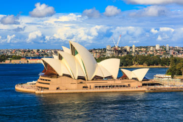 Sydney_Opera_House_Side_angle