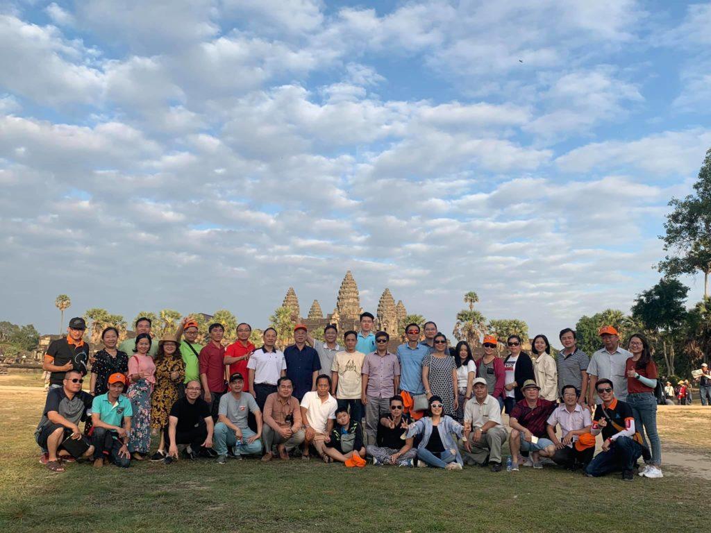 hình-ảnh-khách-hàng-tham-gia-tour-caravan-viet-nam-campuchia-2-1